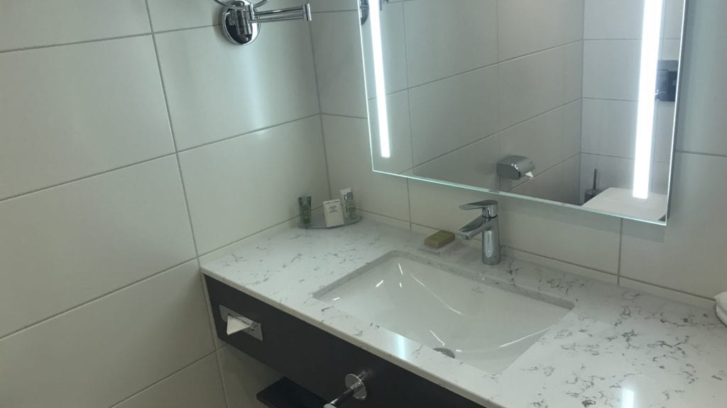 Hilton Garden Inn Frankfurt City Centre Badezimmer 1