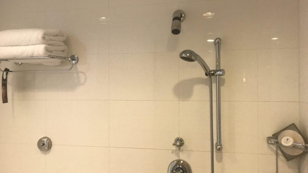 Sofitel Phnom Penh Badezimmer Dusche