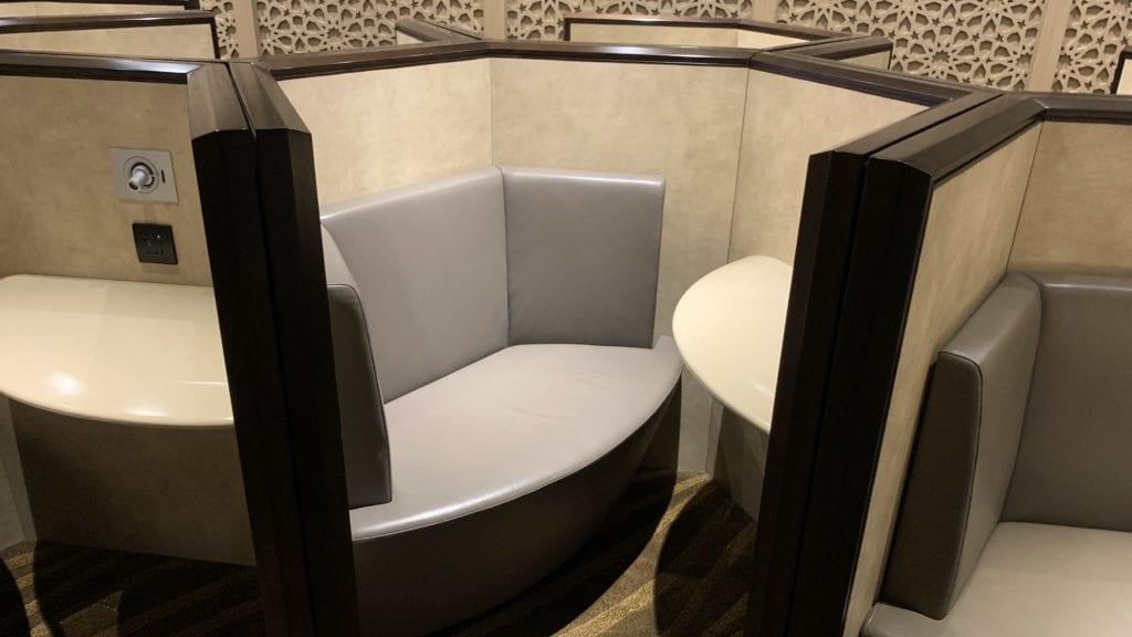 Al Dhabi Lounge Abu Dhabi Sitze1