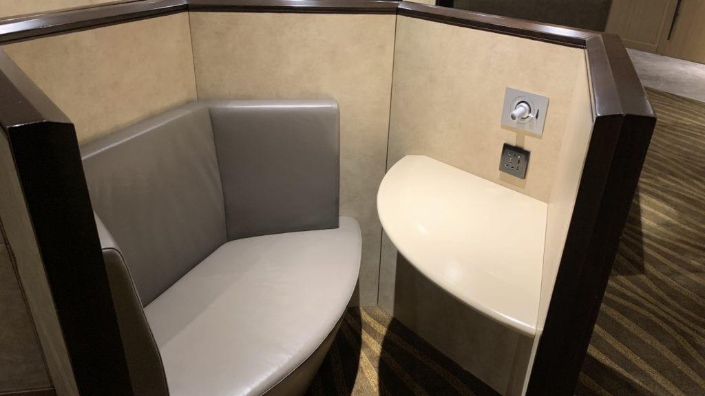 Al Dhabi Lounge Abu Dhabi Sitze2