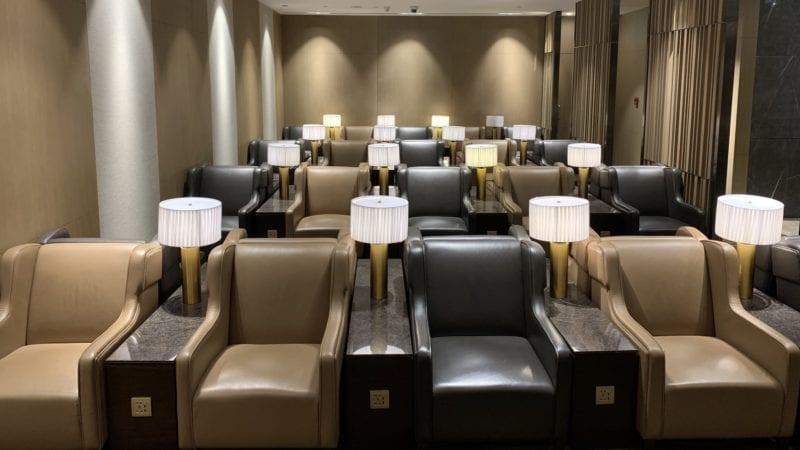 Al Dhabi Lounge Abu Dhabi Sitze4