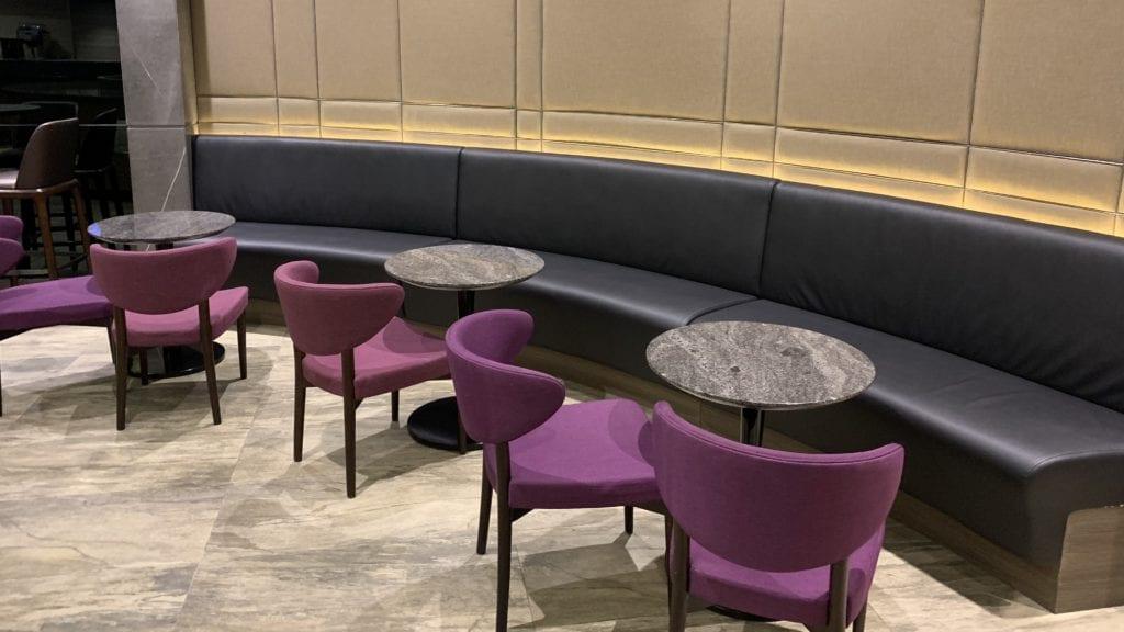 Al Dhabi Lounge Abu Dhabi Sitze5