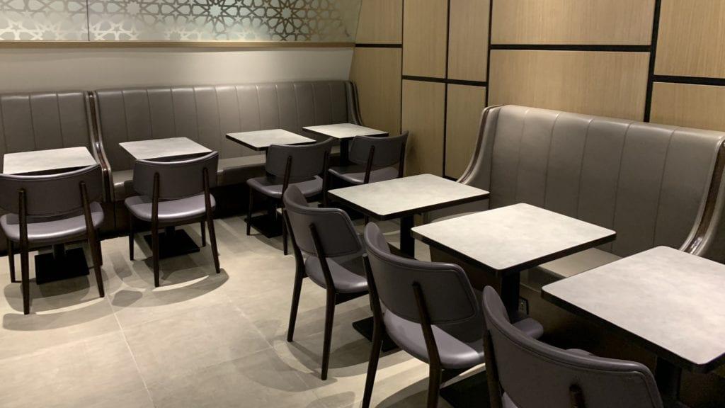 Al Dhabi Lounge Abu Dhabi Sitze6