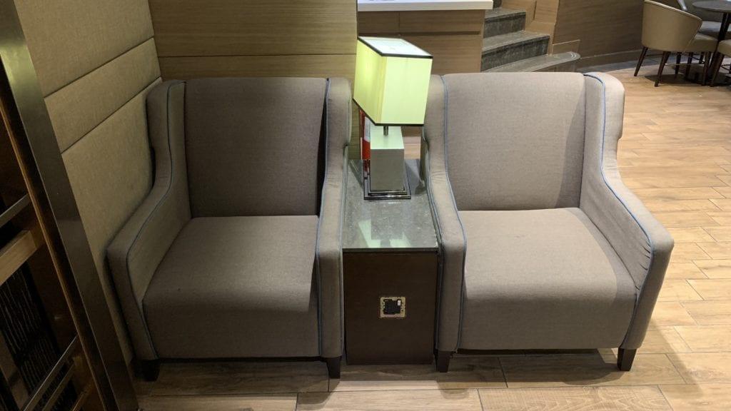 Al Reem Lounge Abu Dhabi Sitze2