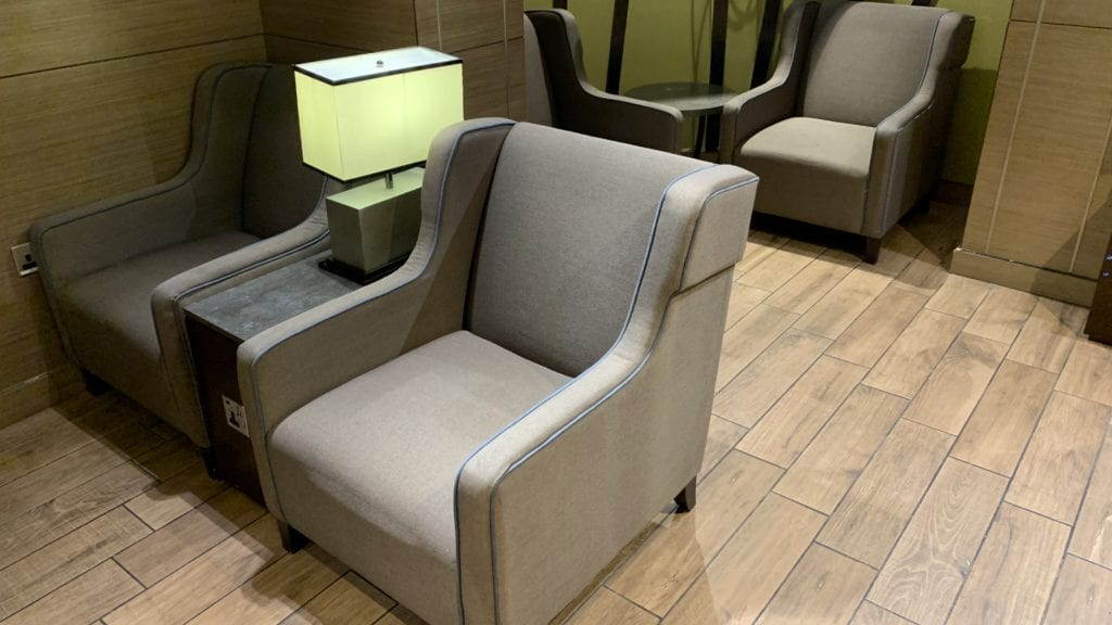 Al Reem Lounge Abu Dhabi Sitze3