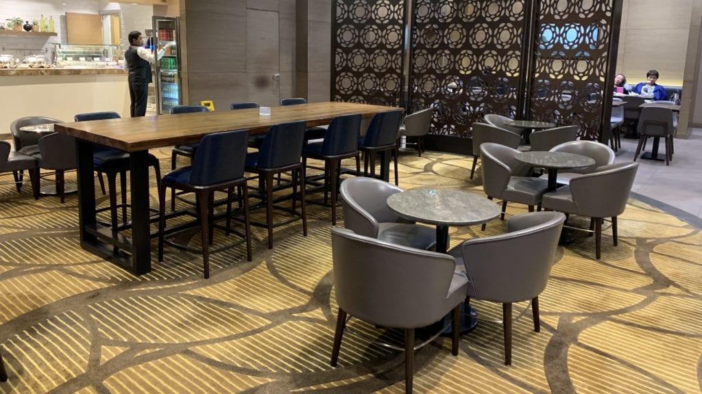 Al Reem Lounge Abu Dhabi. Sitze1