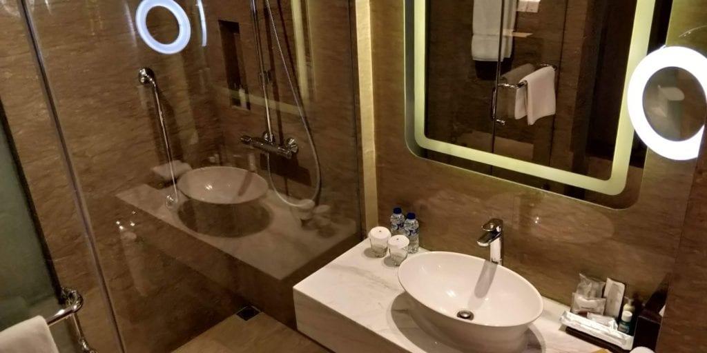 DoubleTree By Hilton Hotel Jakarta Zimmer Bad