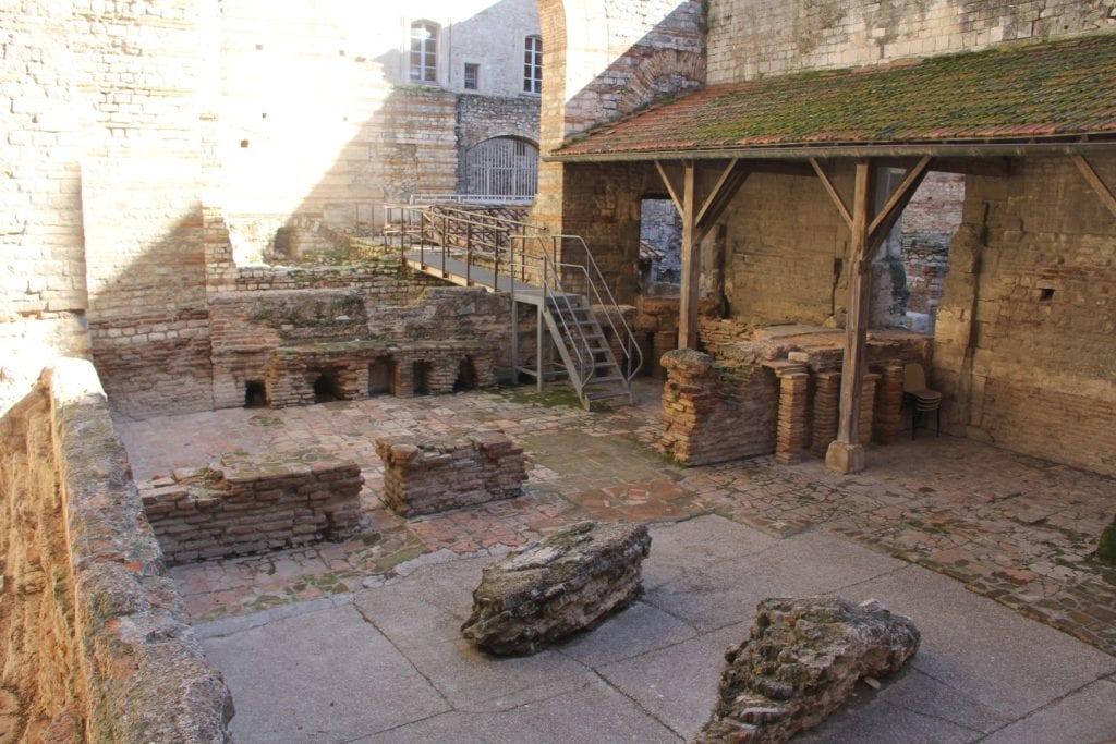 Konstantinische Bäder Arles
