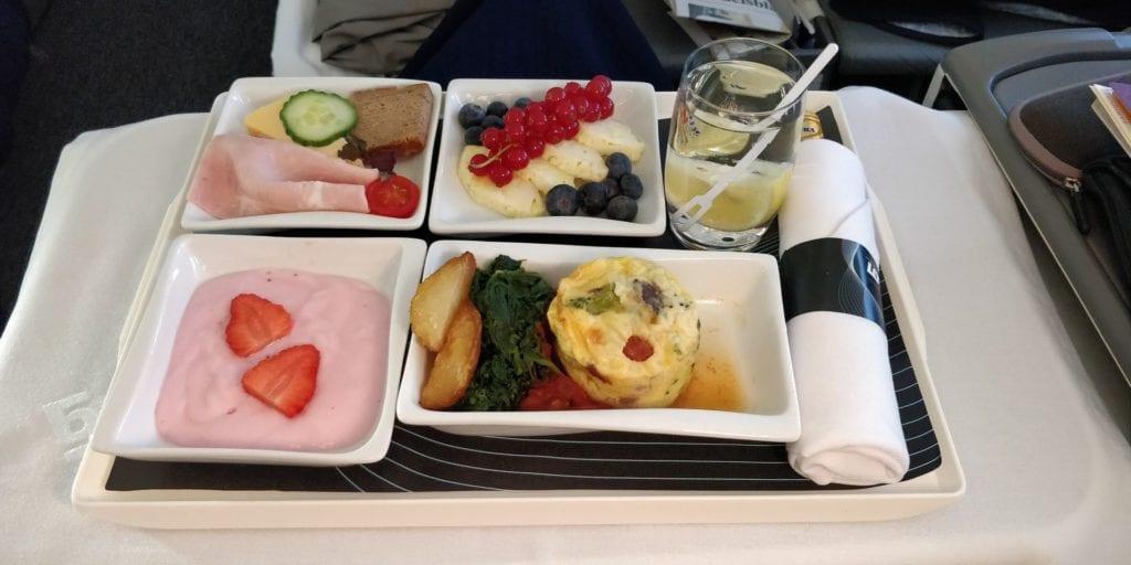LOT Business Class Langstrecke Frühstück