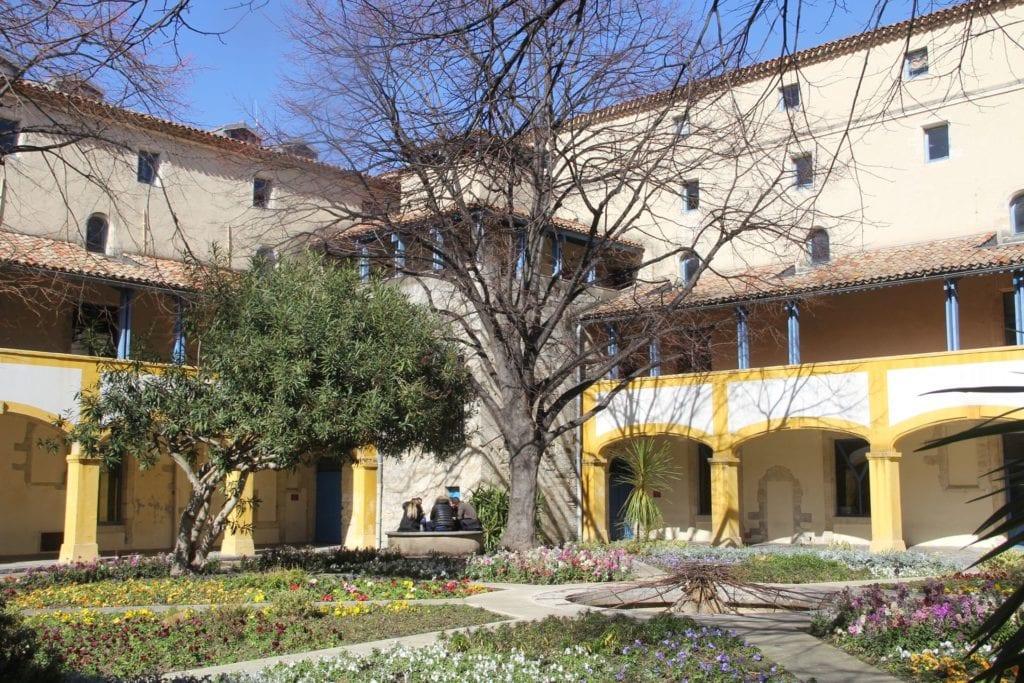 Le Jardin De La Maison De La Santé A Arles