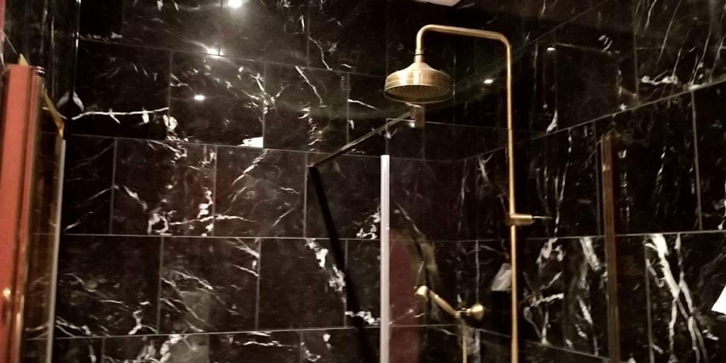 Provocateur Berlin Zimmer Bad Dusche