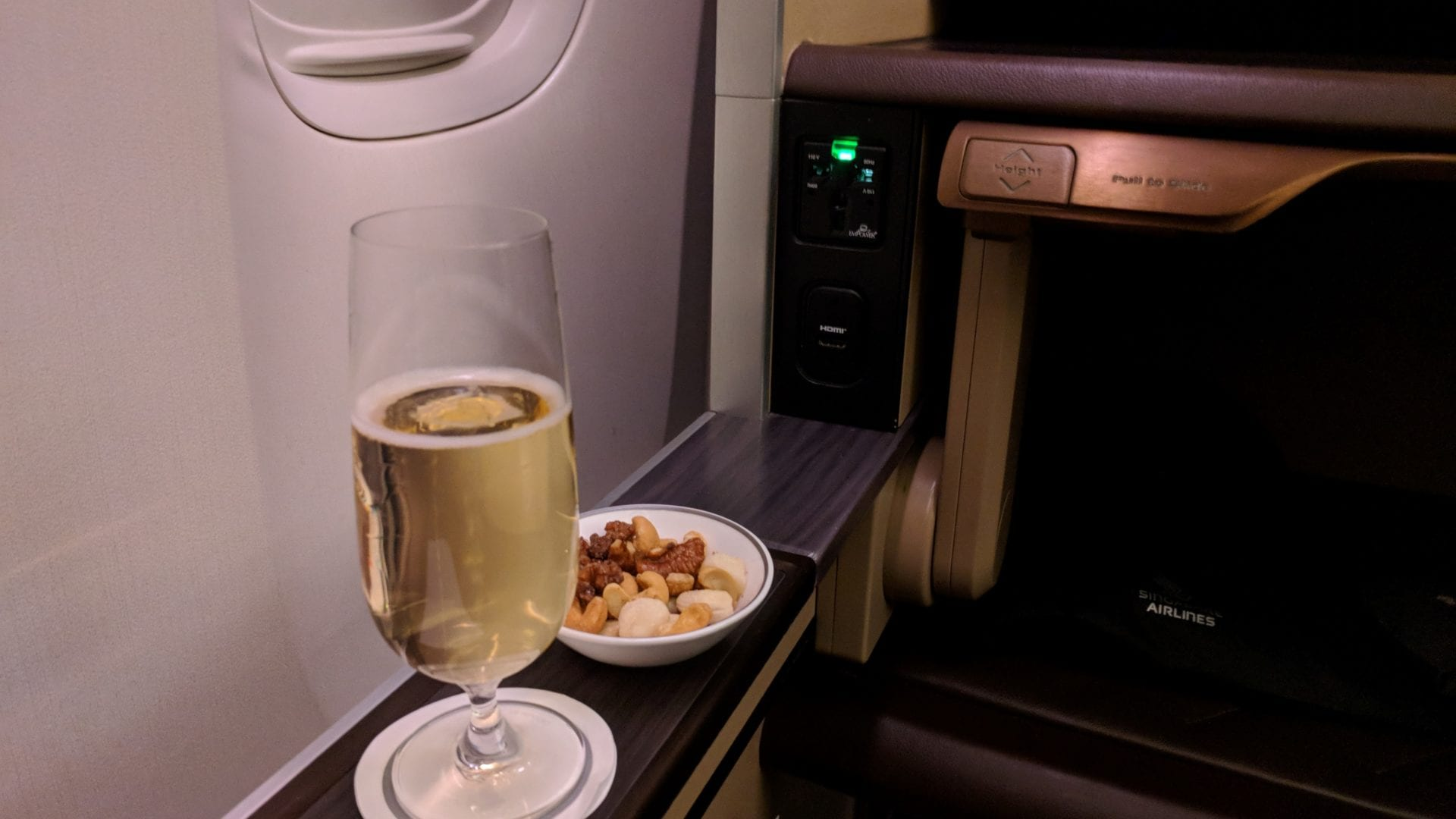 Singapore Airlines First Class Champagner