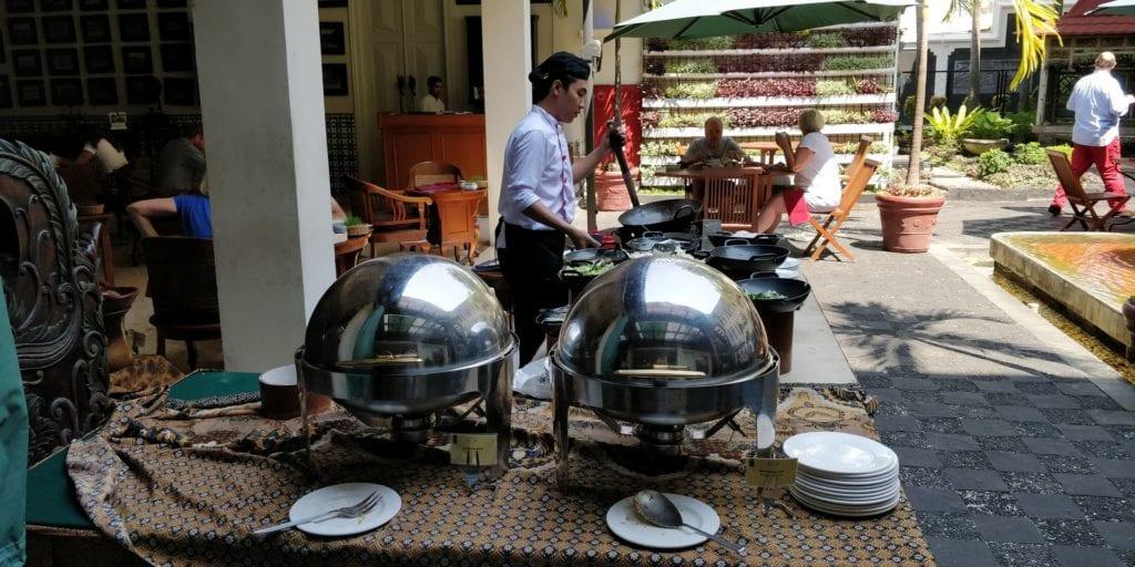 The Phoenix Hotel Yogyakarta Frühstück 2