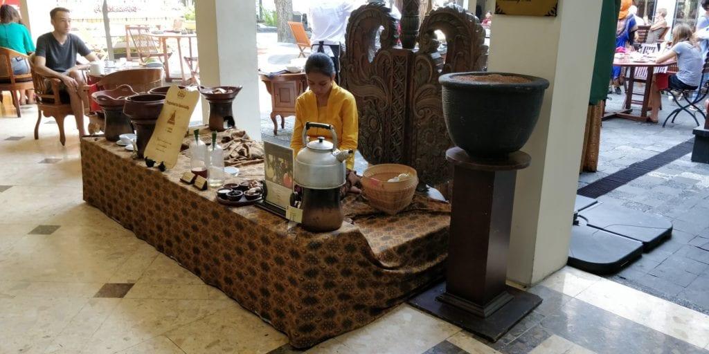 The Phoenix Hotel Yogyakarta Frühstück 4