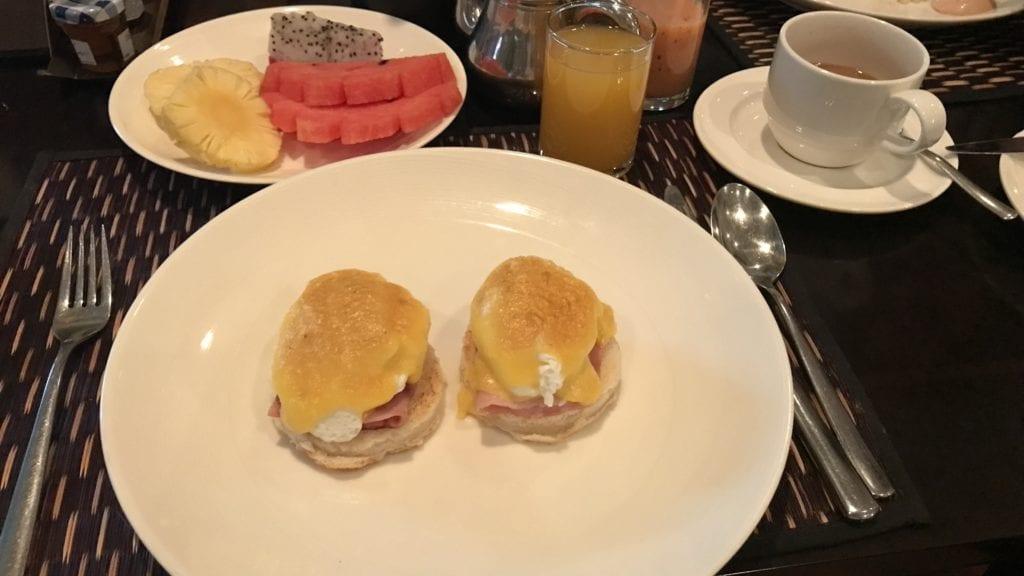 Sofitel Angkor Früshtück Eggs Benedict