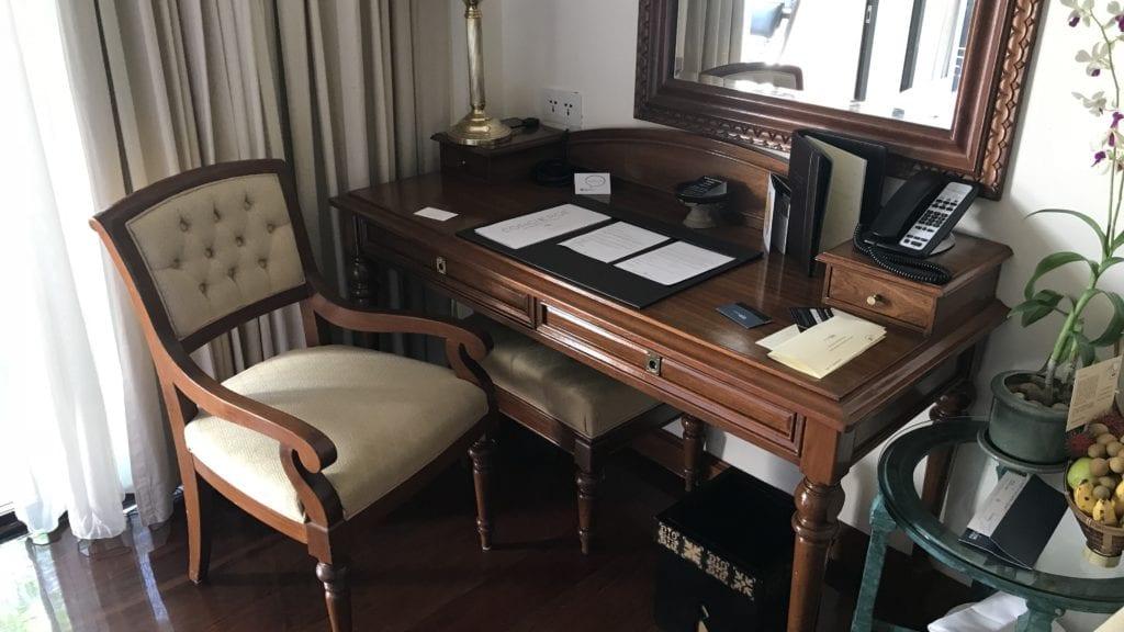 Sofitel Angkor Resort Zimmer Schreibtisch