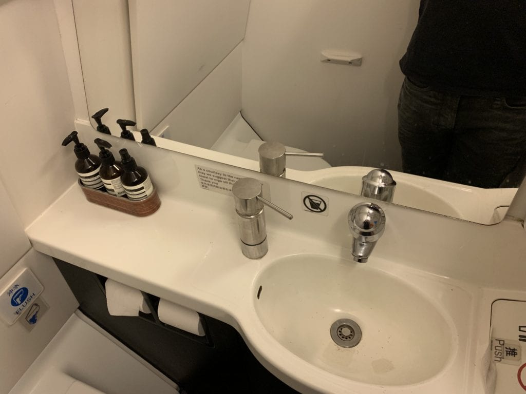 Cathay Dragon First Toilette 1
