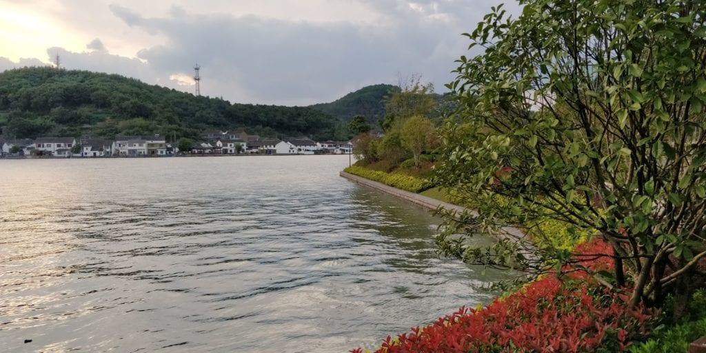 Hilton Ningbo Dongqian Lake Resort Park 2