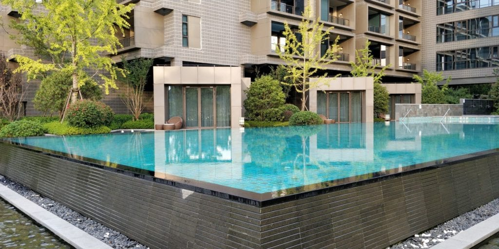 Hilton Ningbo Dongqian Lake Resort Pool 3