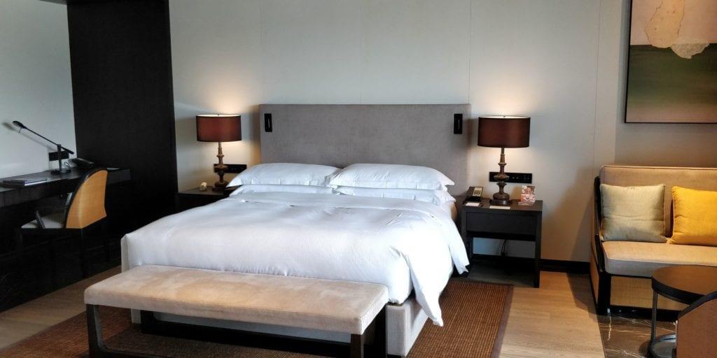 Hilton Ningbo Dongqian Lake Resort Zimmer