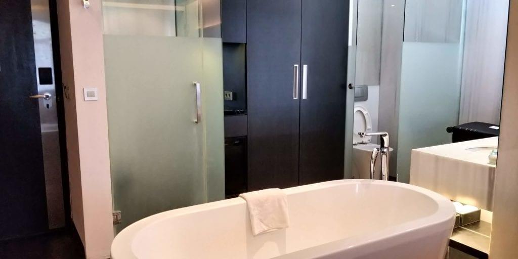 L Hotel Seminyak Zimmer Badewanne