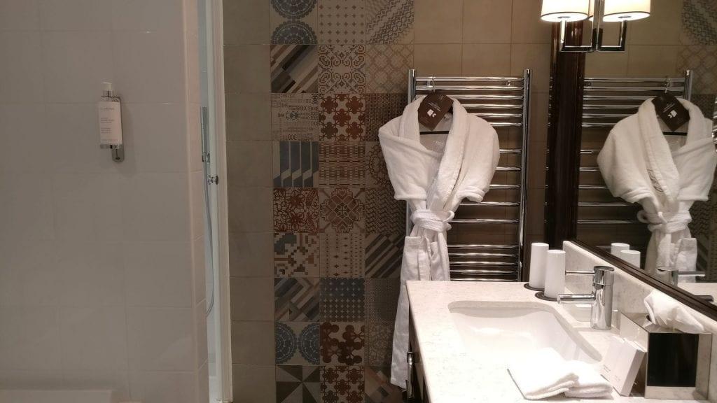 Park Hotel Grenoble Superior Room Bathroom