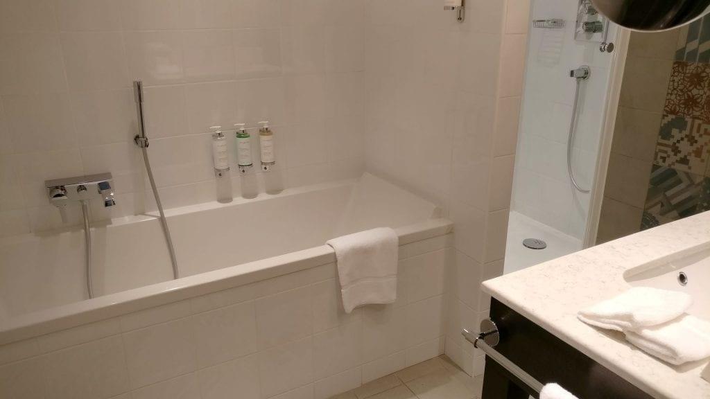 Park Hotel Grenoble Superior Room Bathroom 3
