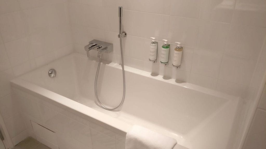 Park Hotel Grenoble Superior Room Bathroom 6