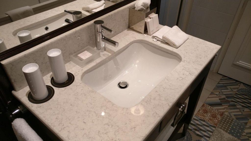 Park Hotel Grenoble Superior Room Bathroom 7