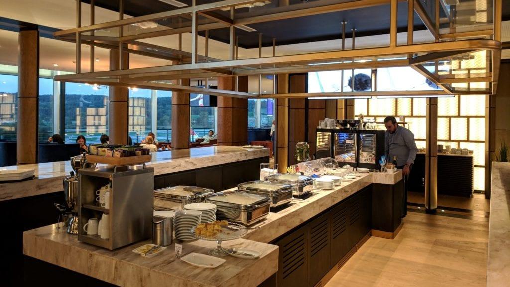 PrimeClass Lounge Zürich Kücheninsel