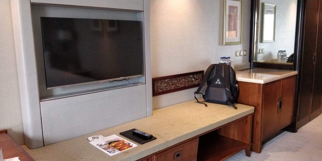 Shangri La Jakarta Zimmer 4 Fernseher