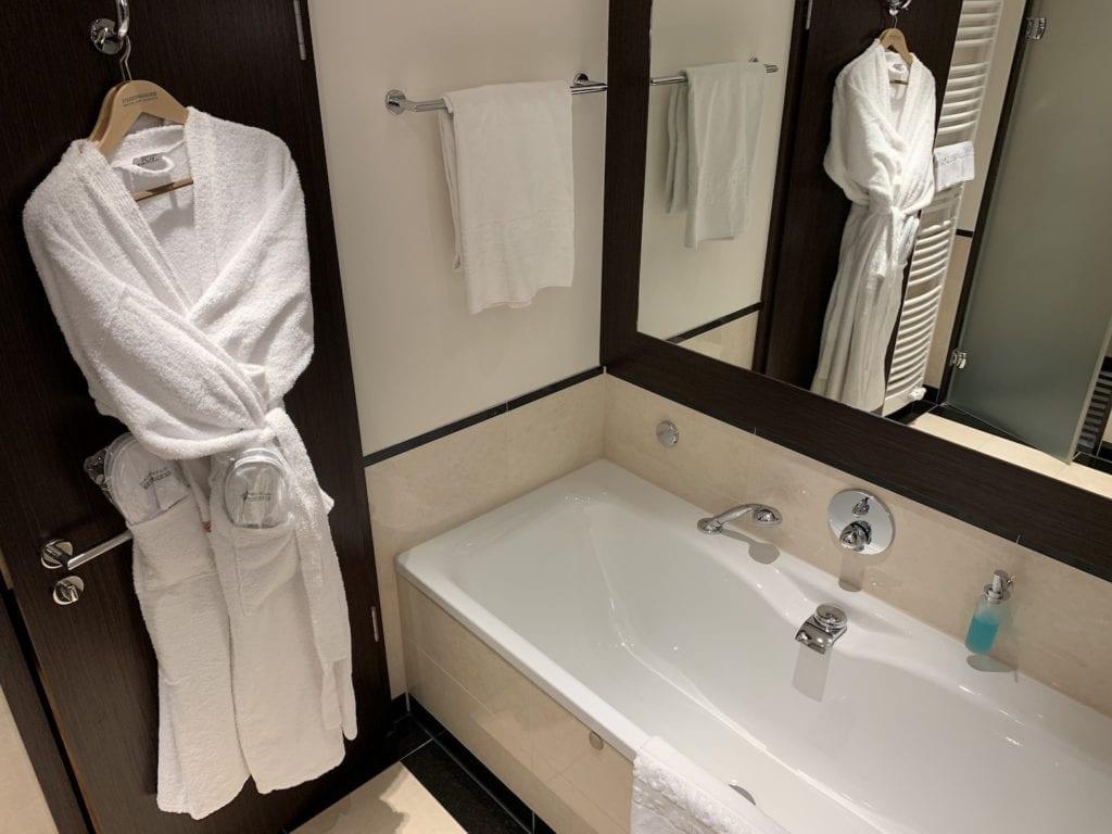 Steigenberger Hotel De Saxe Suite Bad
