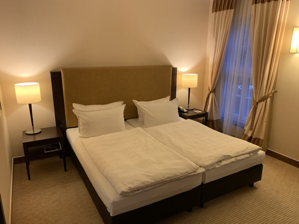 Steigenberger Hotel De Saxe Suite Schlafzimmer Bett
