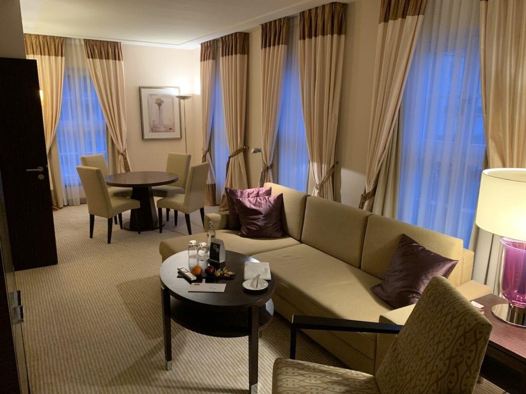 Steigenberger Hotel De Saxe Suite Wohnbereich