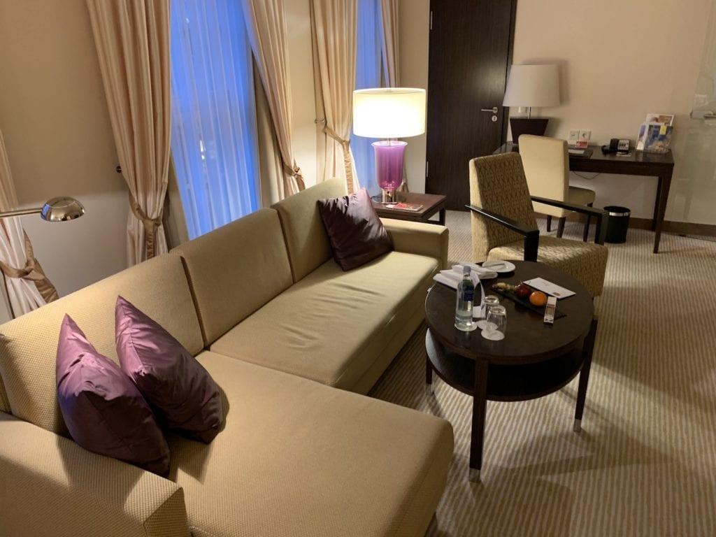 Steigenberger Hotel De Saxe Suite Wohnbereich 2