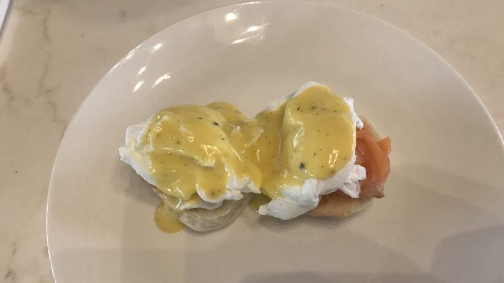 Anantara Angkor Resort Frühstück Eggs Benedict