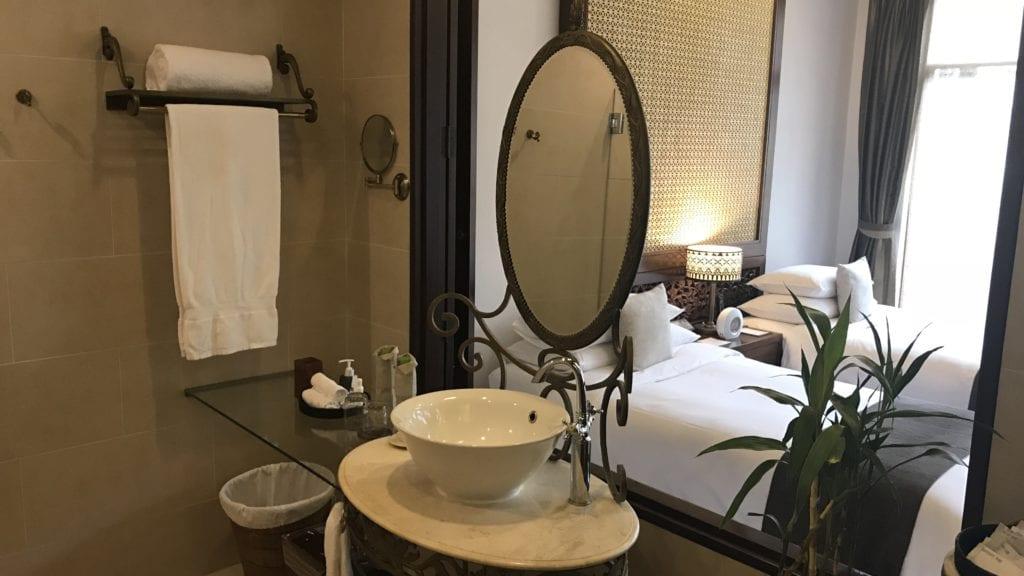 Anantara Angkor Resort Zimmer Bad Im Raum 2