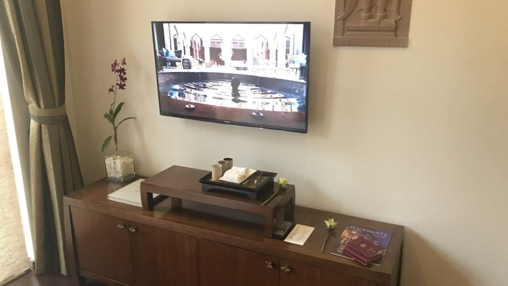Anantara Angkor Resort Zimmer Fernseher