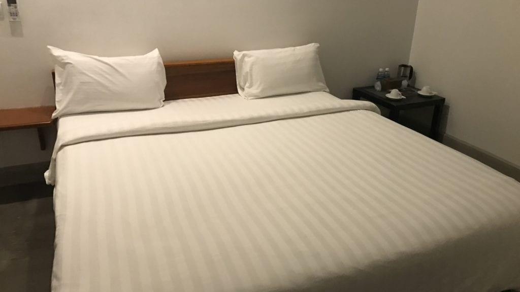 Long Set Resort Koh Rong Zimmer Bett