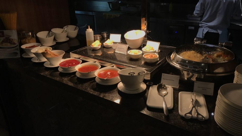Plaza Premium Lounge Siem Reap Warme Speisen