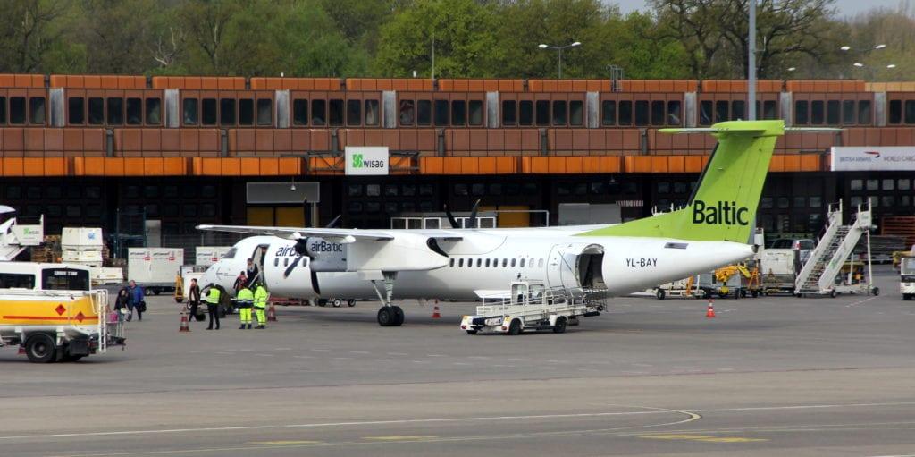 Air Baltic Dash Q400 2