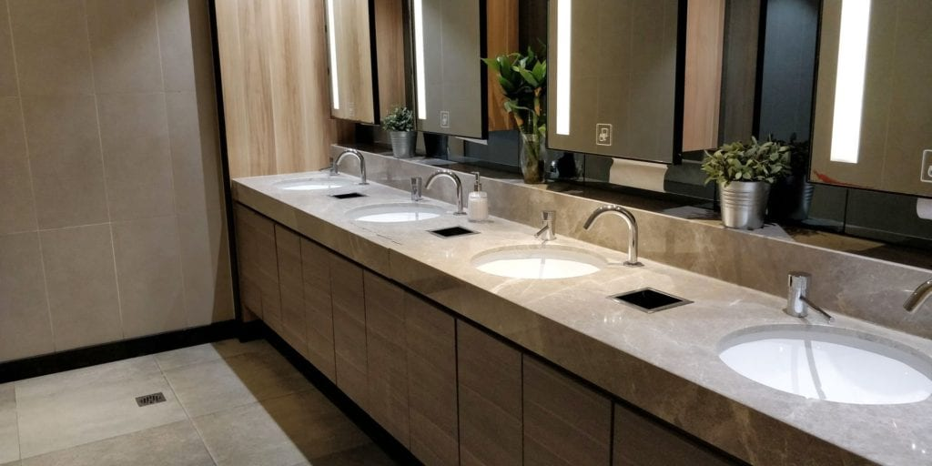 China Eastern Plaza Premium Lounge Shanghai Pudong Toiletten