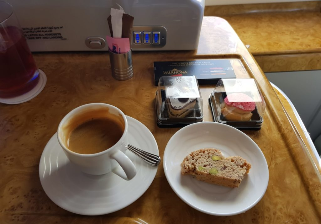 Emirates Business Class Airbus A380 Kaffee
