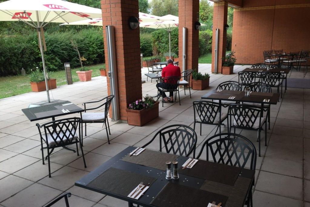 Hilton Garden Inn Vienna South Frühstücksterrasse