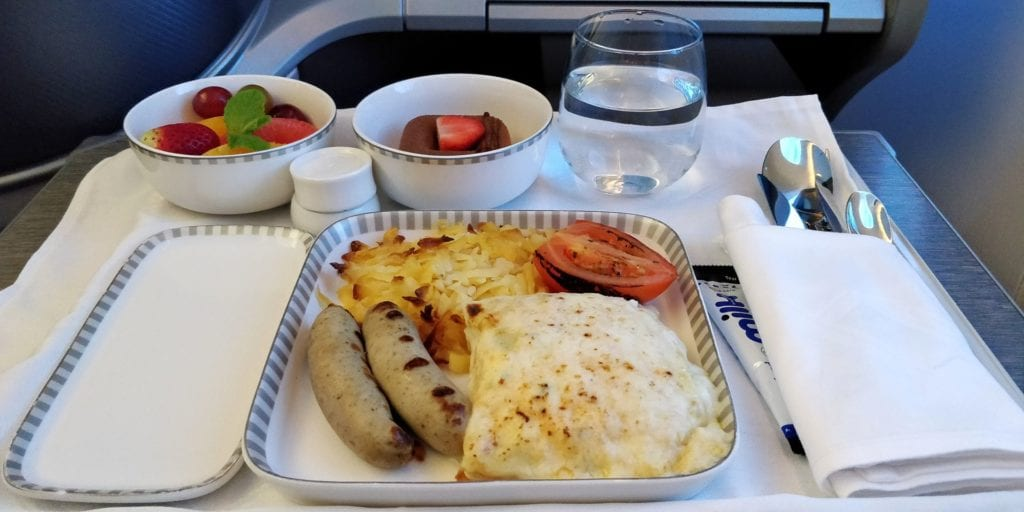 Singapore Airlines Business Class Boeing 787 10 Mittagessen