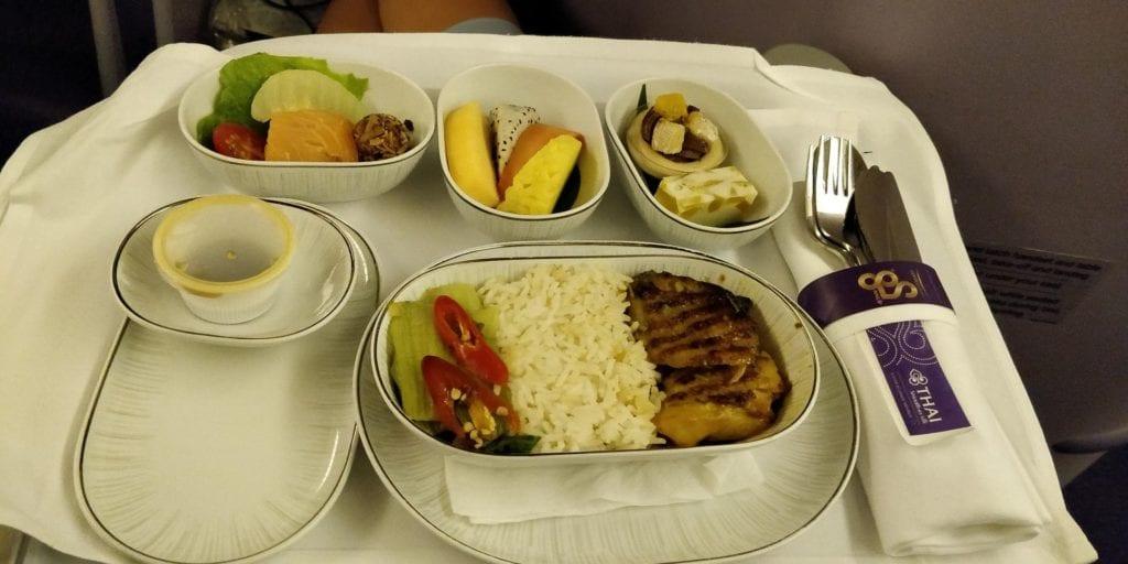 Thai Airways Business Class Boeing 777 Entertainment Essen 1