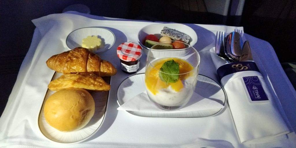 Thai Airways Business Class Boeing 777 Entertainment Essen 3 Frühstück
