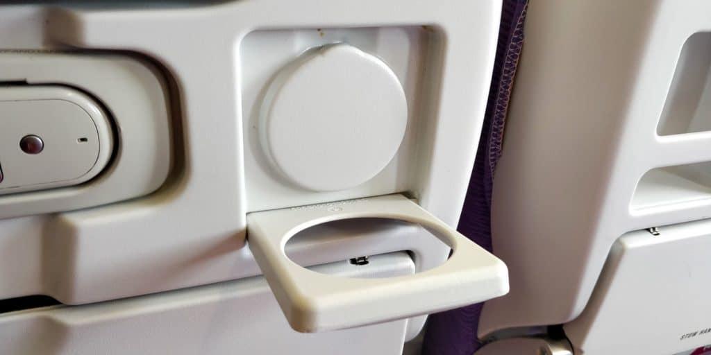 Thai Airways Economy Class Kurzstrecke Getränkehalter