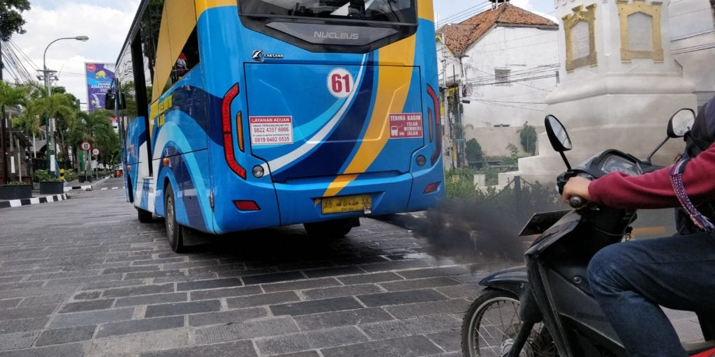 Yogyakarta Tuk Tuk Luftverschmutzung Bus