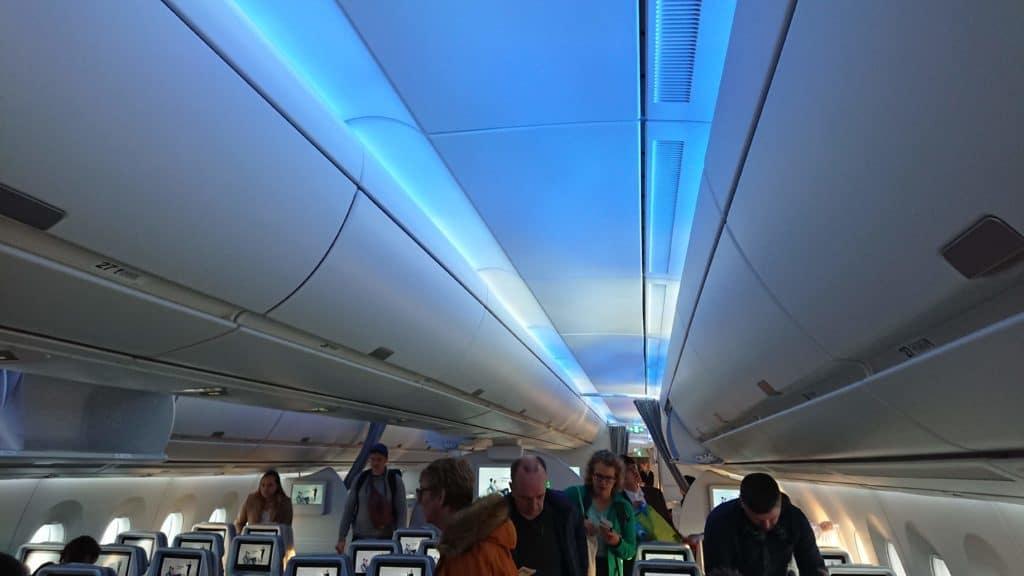 Finnair Economy Class Kabine Licht